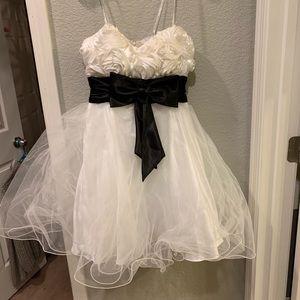 Dresses & Skirts - Ruffled Prom Dress